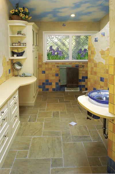 bathroom with optimized floor space