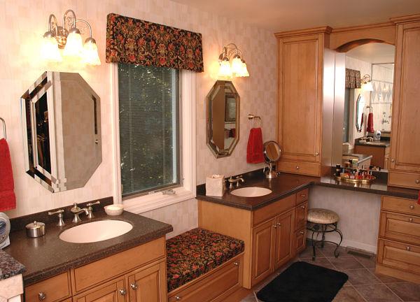 window seat between bathroom vanities