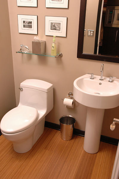 One Piece Toilet and Matching Sink