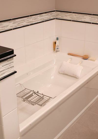 Bathtub with Backrest Armrest and Moveable Shelf