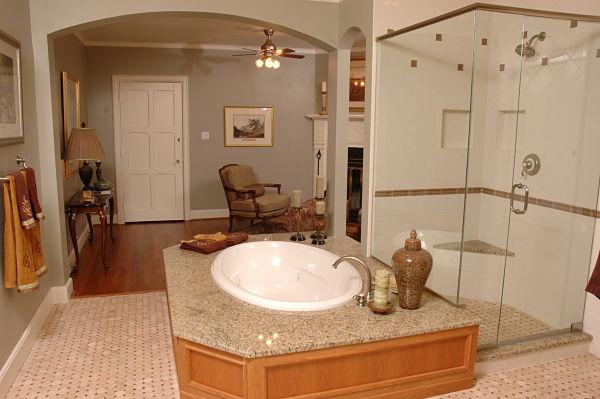 Drop-in Soaking Bathtub with Walk-in Shower