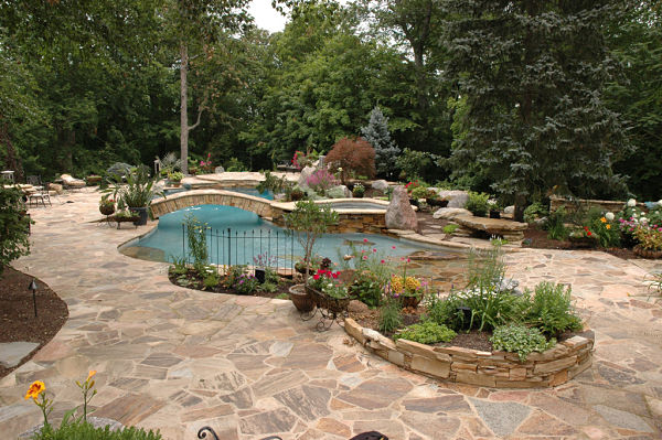 backyard with Tennessee Quartzite stone patio