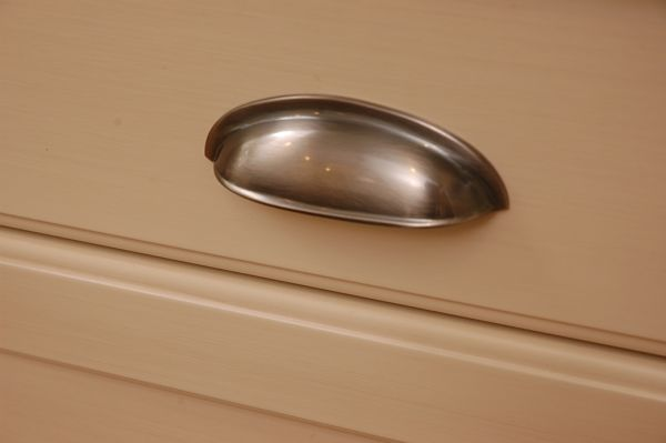 popular cup drawer pull