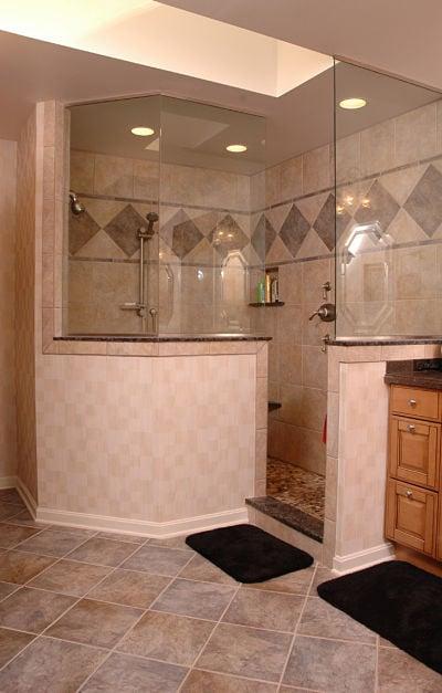 doorless walk-in shower with privacy knee wall