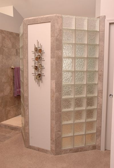 doorless walk-in shower with block glass privacy wall
