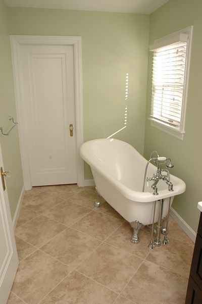 claw foot soaking tub