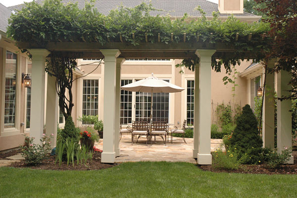 courtyard garden with arbor