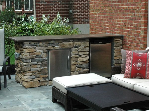 outdoor peninsula with built in refrigerator and ice maker