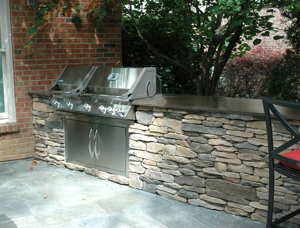 outdoor kitchen peninsula with dual fuel grill