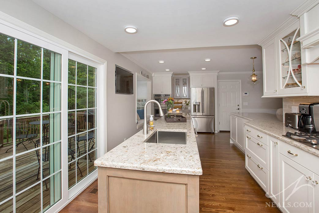 traditional style kitchen in narrow space