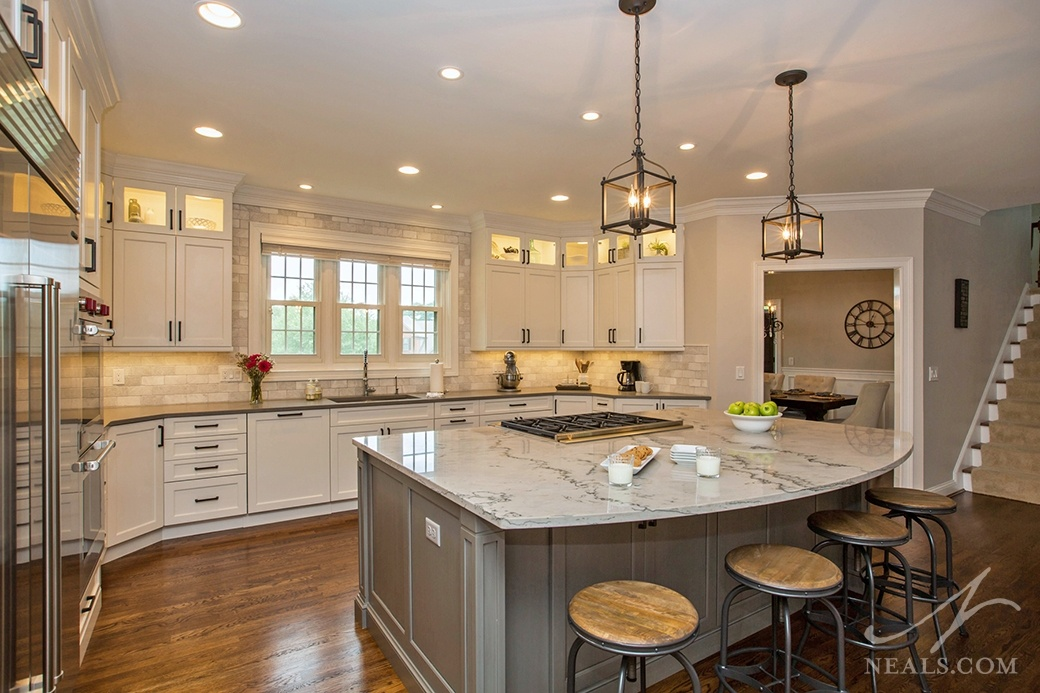 Traditional style family kitchen with cooktop on a large central island.