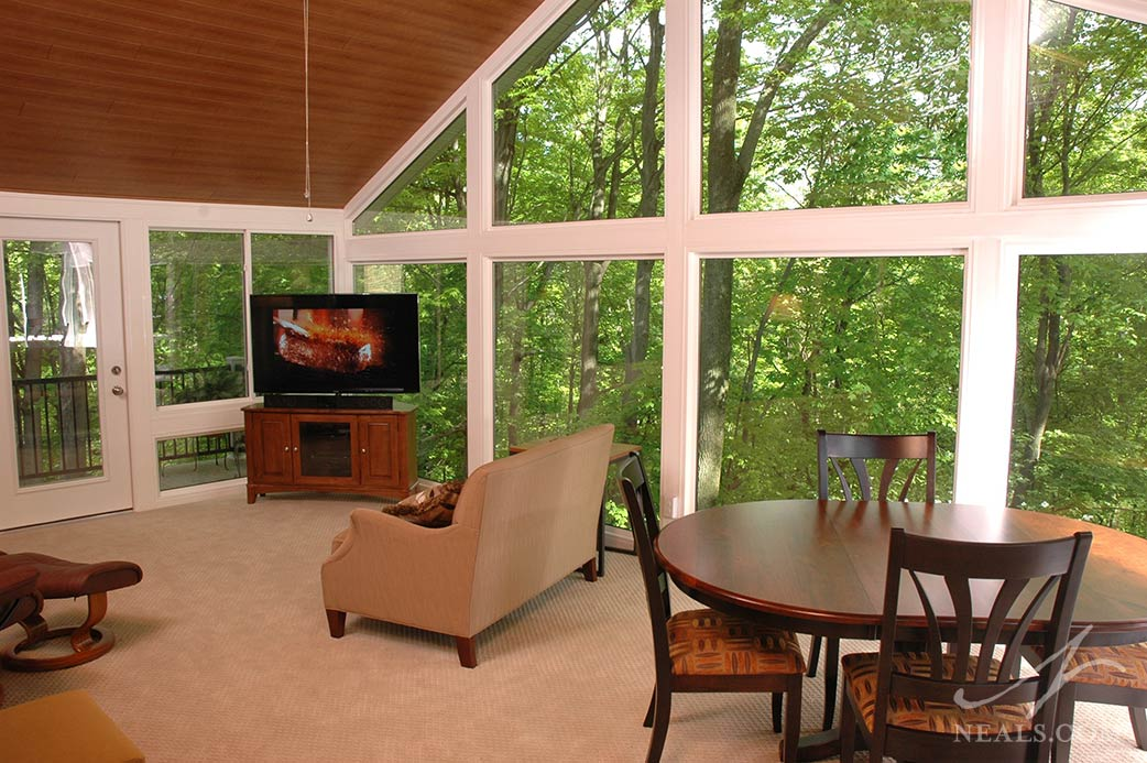 A carpeted floor was chosen to go with the living room function of this Western Hills sunroom.