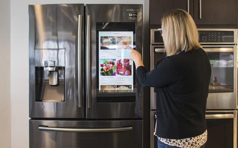 samsung-family-hub-refrigerator-rf28nhedbsg-aa-6323-feat-768x479-c
